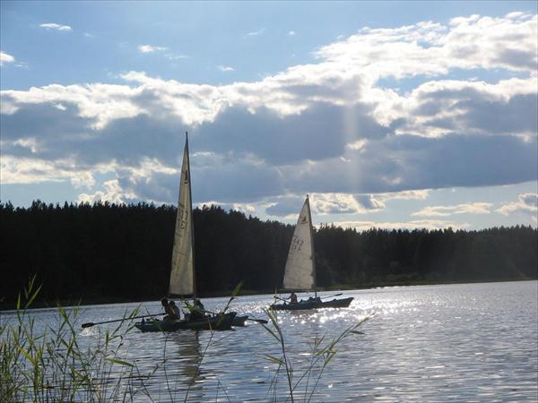 Под парусом на озере
